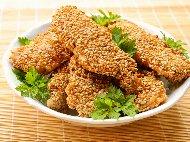 Рецепта Панирано пилешко бонфиле (бон филе) с корнфлейкс, галета и сусам на тиган